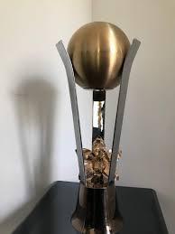 trofeo lila.jpg